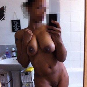 Coquette black de Kourou dispo pour une rencontre sexe